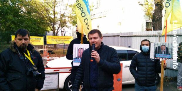 """Активисты """"Авто Евро Сила"""" развернули акцию под КГГА"""