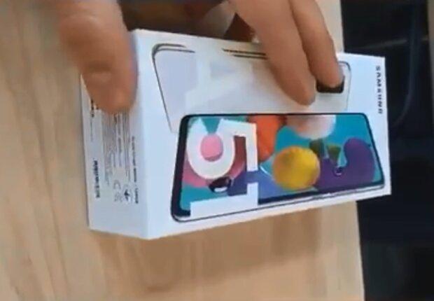 Смартфон з дефектом, скріншот відео