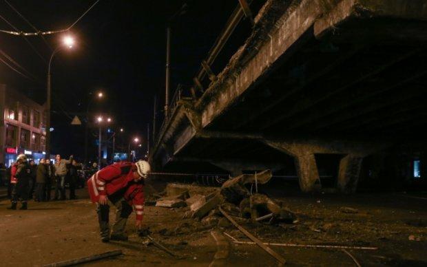 ЧП в Киеве: Шулявский путепровод снова начал сыпаться