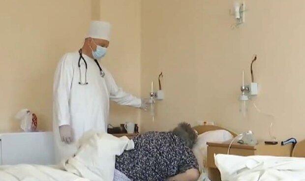 """На Прикарпатті переповнені лікарні, кадр з репортажу"""" Спецкор"""": YouTube"""