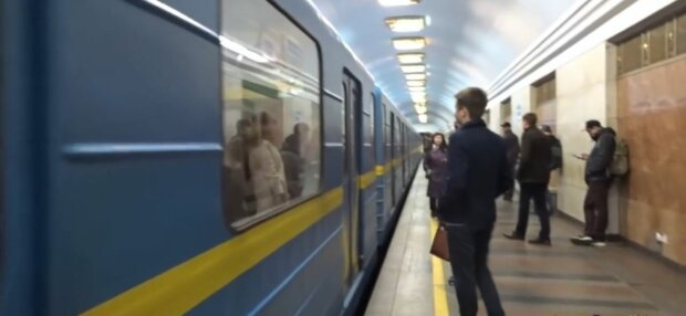 """В Киеве зацепер погиб под вагоном метро, очевидцы застыли: """"Отрезало голову"""""""