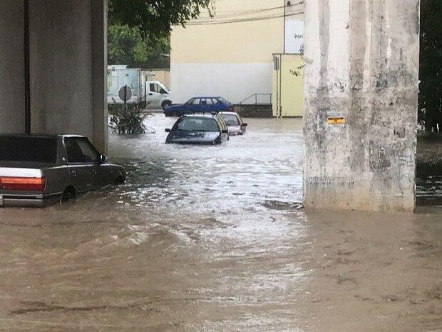 После засухи - потоп: оккупированный Крым затопило дождями, по улицам плывут машины