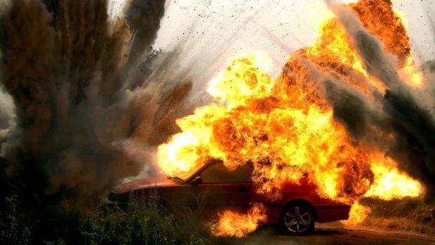 В Киеве на ходу взорвался автомобиль: стало известно о первой жертве
