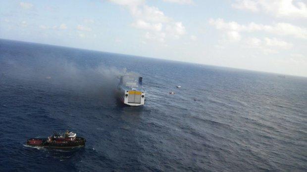 Пором з 330 пасажирами вибухнув просто в морі: перші подробиці