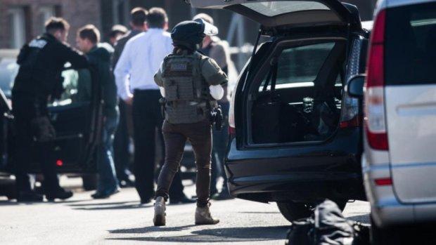 Озброєний грабіжник захопив заручників в німецькому банку
