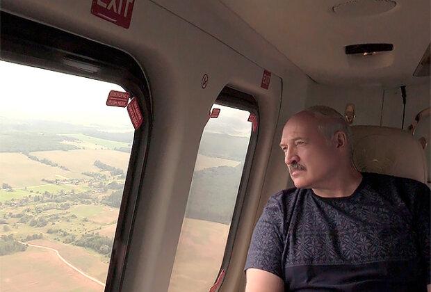 Лукашенко в вертолете, фото из свободных источников
