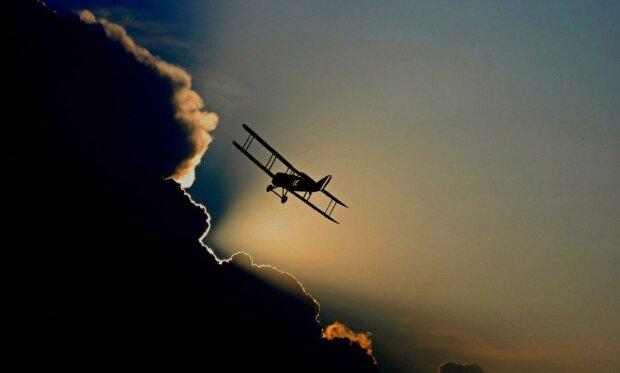 Разлетелся на щепки - авиакатастрофа унесла жизни всего экипажа, первые кадры с места ЧП