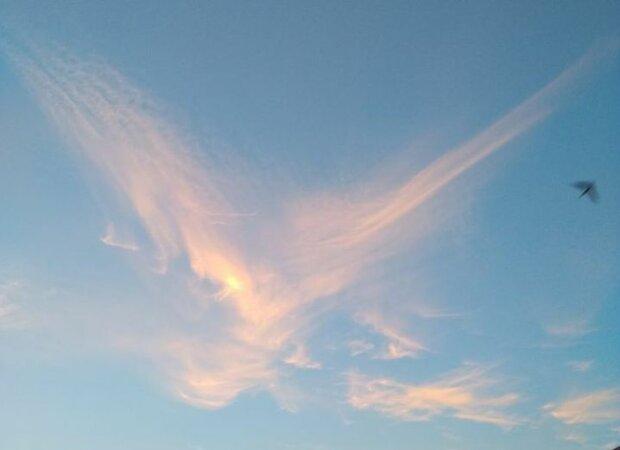 У небі над Тернопільщиною повис ангел - Бог подає знак