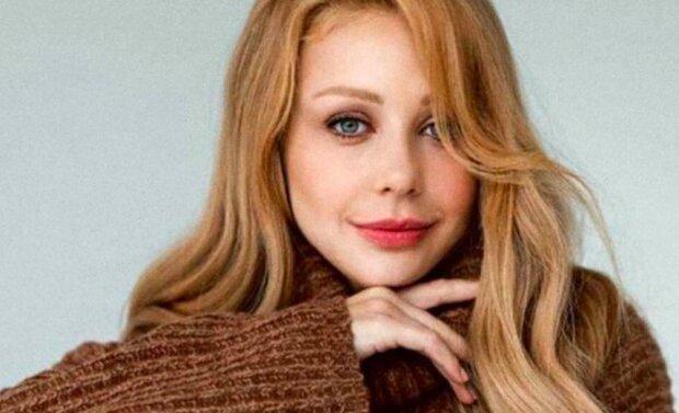 Тіна Кароль вийшла на сцену практично оголеною, форми красуні побачили тисячі українців