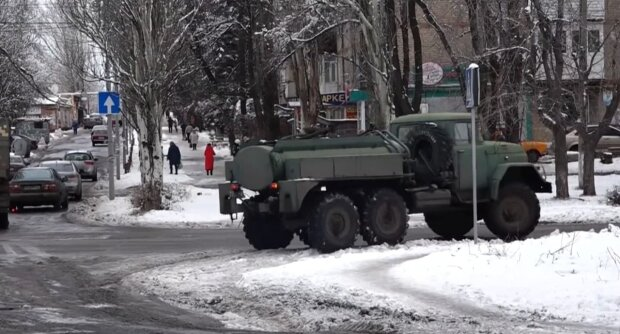 военные в городе, скриншот с видео