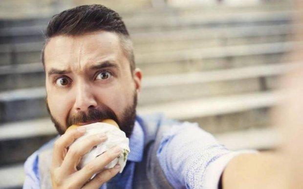 Зверский аппетит: 5 продуктов, которые провоцируют обжорство