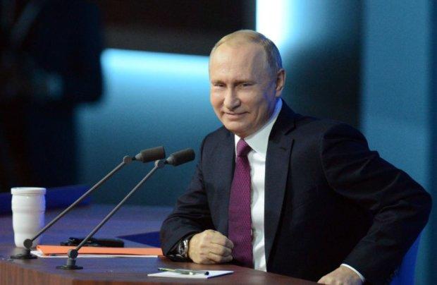"""Паспортні """"потуги"""" Путіна висміяли їдкою карикатурою: найприкріше"""