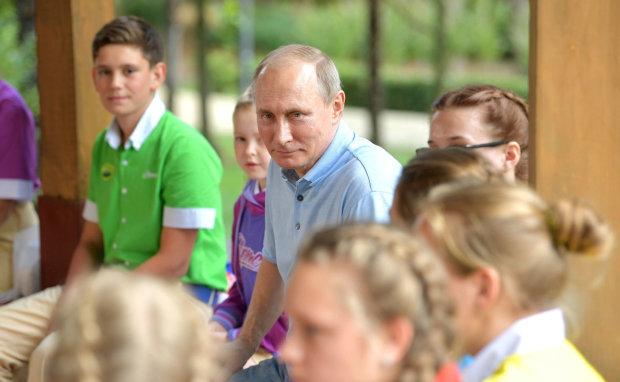 """По стопам Сталина: Путин во время приема заказал у маленькой девочки """"приват"""""""