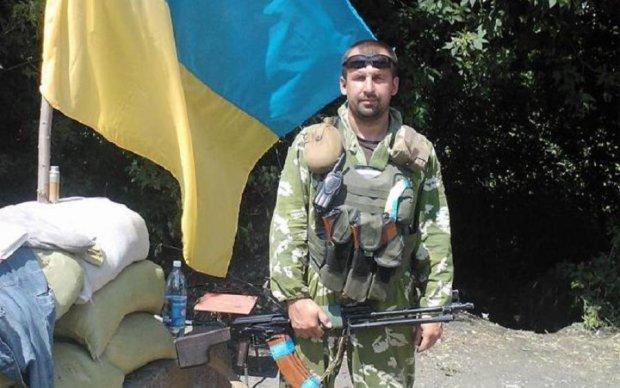 Бійня в Дніпрі: загиблого воїна проводжали на колінах