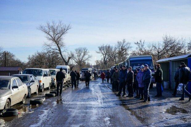 """На украинской границе произошел коллапс, люди часами тонут в очередях: """"Стоим как все"""""""