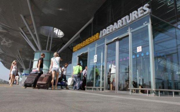 Несподіваний ремонт: кияни не можуть потрапити на рейси через жахливі затори