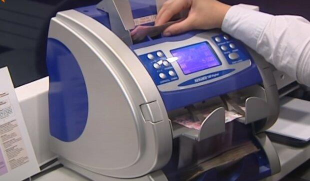 зарплата, скриншот из видео