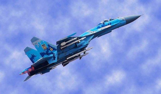 В небо Одеси піднялись бойові літаки (фото)