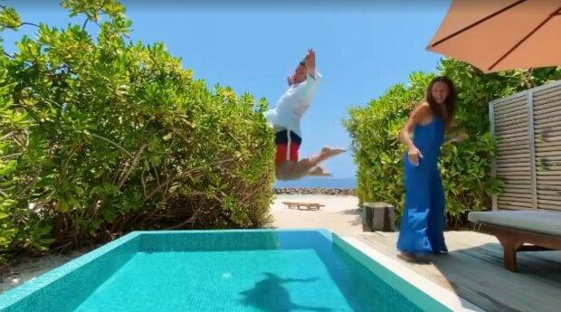 Григорий Решетник с женой, скриншот из видео
