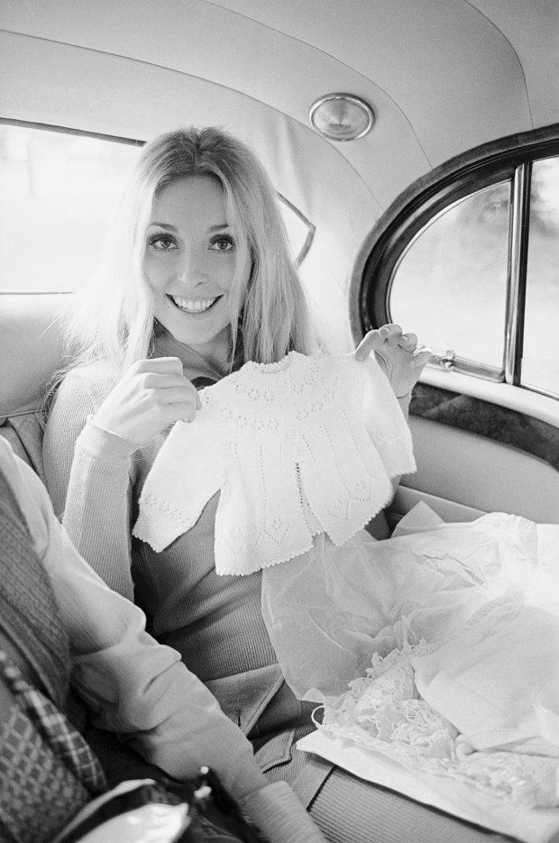 """Ей не терпелось стать мамой: мир увидели редкие снимки беременной Шерон Тейт, убитой членами секты """"Мэнсона"""""""