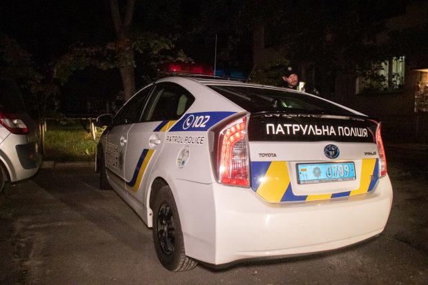 В Киеве пьяный мужчина шагнул в пропасть: медики печально молчат