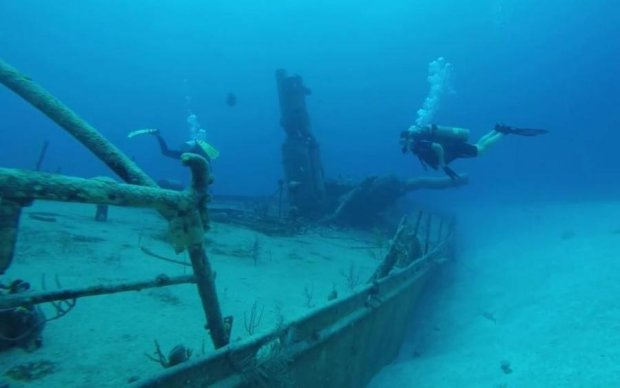 На дні Дніпра знайшли прадавній затонулий корабель: фото