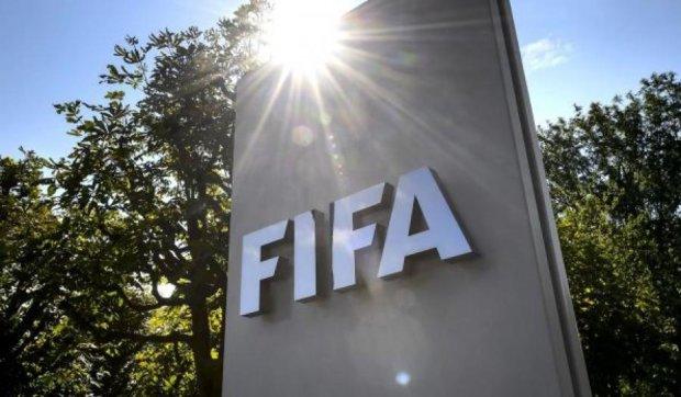 Спонсори ФІФА вимагають відставки Блаттера