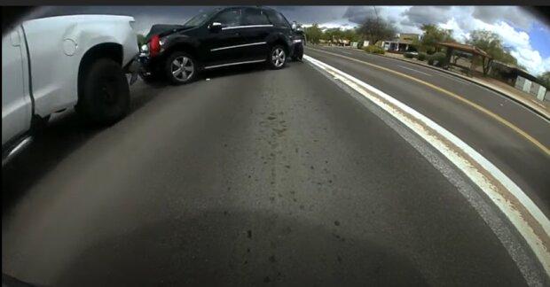 У мережі показали відео масштабної аварії, реакція водія дивує