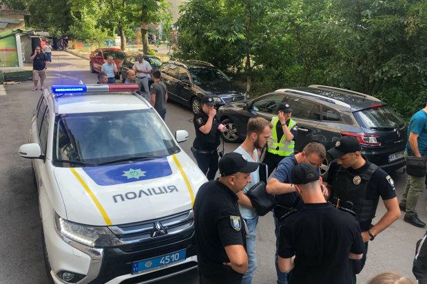 У Києві викрали маленьку дитину: замішана мати, копи прочісують кожен метр