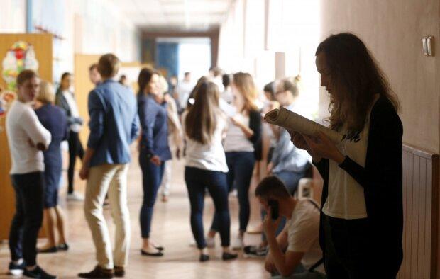 """Под Львовом школьники заставили 12-летнюю сделать страшное: """"раздели и..."""""""