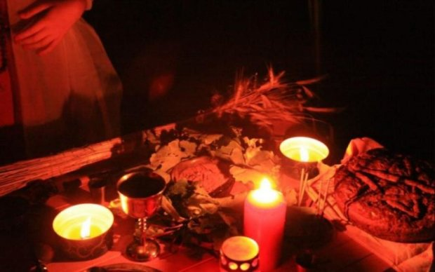Во славу Сатане: дети искупались в крови матери