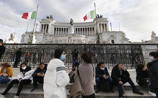 """Коронавірус """"пожирає"""" Італію - число інфікованих дійшло до сотні, уряд закриває цілі міста"""