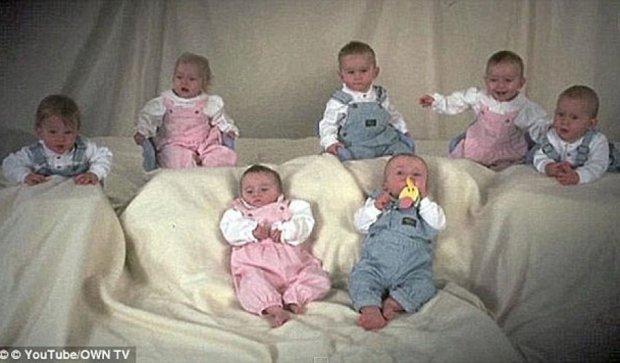 Найперші в світі семеро близнюків святкують повноліття (фото)