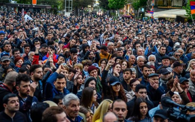Протести в Єревані розгоряються з новою силою: людей пакують пачками