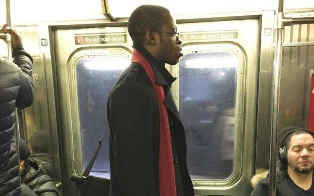Зберігайте спокій: голий афроамериканець прорвався у метро