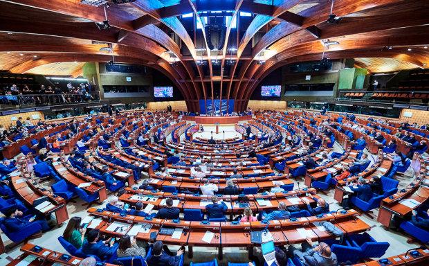 """У ПАРЄ відправлять """"особливих"""" депутатів, аби Україна замовкла: в Держдумі розкрили мерзенний план Путіна"""