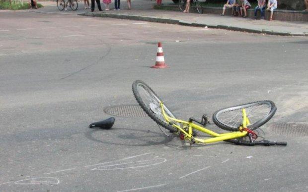 Загадкова смерть маленького велосипедиста загнала українських копів в глухий кут