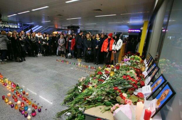 Авиакатастрофа в Иране: Канада скорбит вместе с Украиной, выключили самую высокую башню
