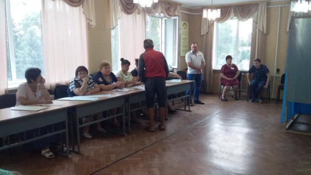 Вибори у Харкові під загрозою: копи накрили кричуще порушення, домальовували як хотіли