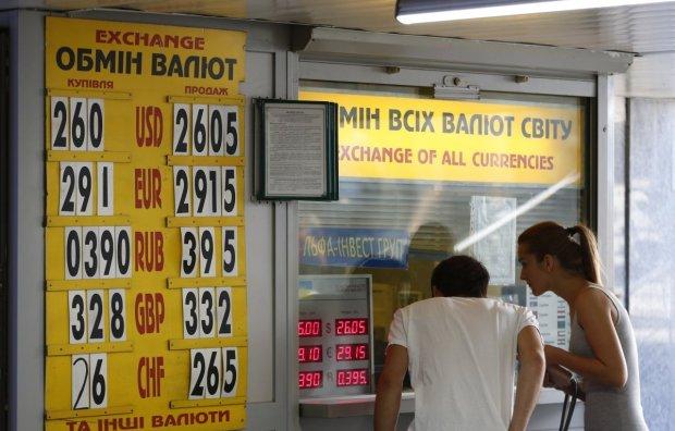 Курс валют на завтра: долар поступився гривні лаврами переможця