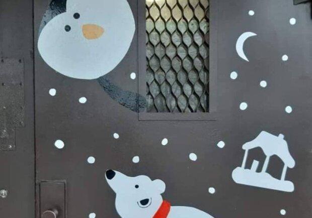 двері під'їзду / фото: Facebook