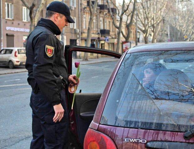 """""""Главное - тужься"""": одесские патрульные поразили отчаянным поступком, как прошли роды в стиле экшн"""