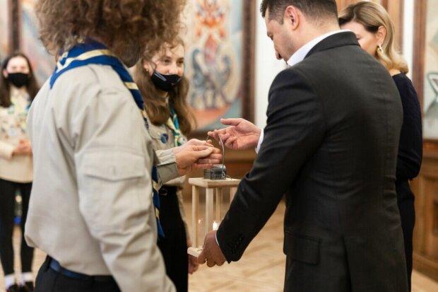 Передача Владимиру Зеленскому Благодатного огня, фото: пресс-служба ОПУ