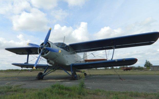 Украинские пограничники нашли бесхозный АН-2 на Буковине - видео