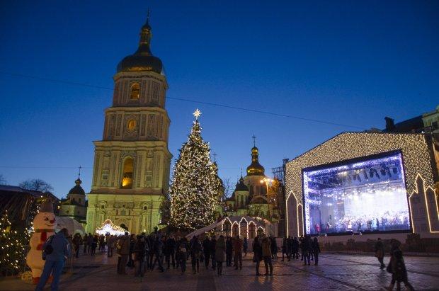 """Новорічний Київ зіпсував українцям святковий настрій: """"Потворні статуї та бридкий сніг"""""""