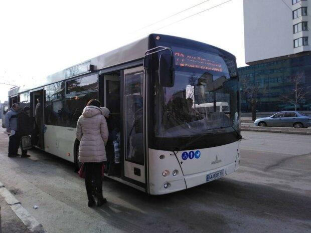 """Буряк сдался: запорожцы """"выбили"""" у мэра новый автобусный маршрут"""