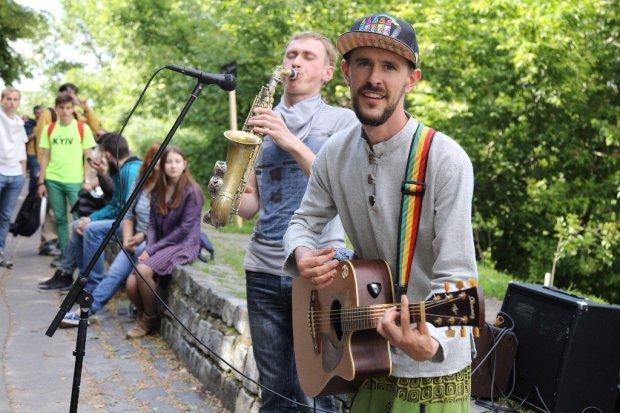 Во Львове ввели вето на искусство: уличных музыкантов будут наказывать