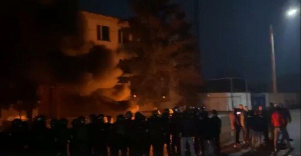 """Українці повстали проти поліцейських, спалюють на вулиці: """"Люди, яким набридло"""""""
