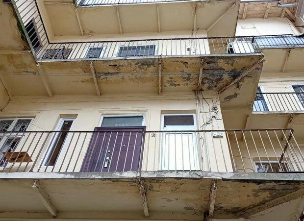Аварійний балкон, фото з фейсбук