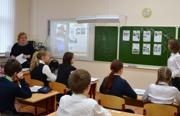 """В Украине почти 200 русскоязычных школ: в МОН сказали, когда их """"украинизируют"""""""